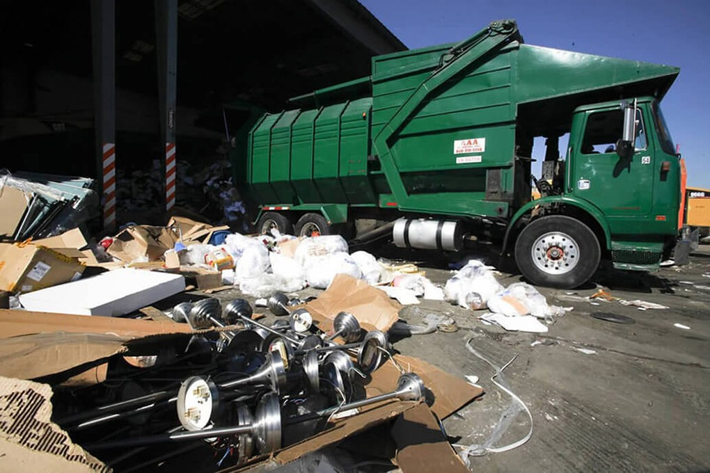 Trash Hauling-Temecula Dumpster Rental & Junk Removal Services-We Offer Residential and Commercial Dumpster Removal Services, Portable Toilet Services, Dumpster Rentals, Bulk Trash, Demolition Removal, Junk Hauling, Rubbish Removal, Waste Containers, Debris Removal, 20 & 30 Yard Container Rentals, and much more!